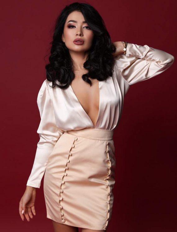 Pret-a-Porter. Low cut silk blouse
