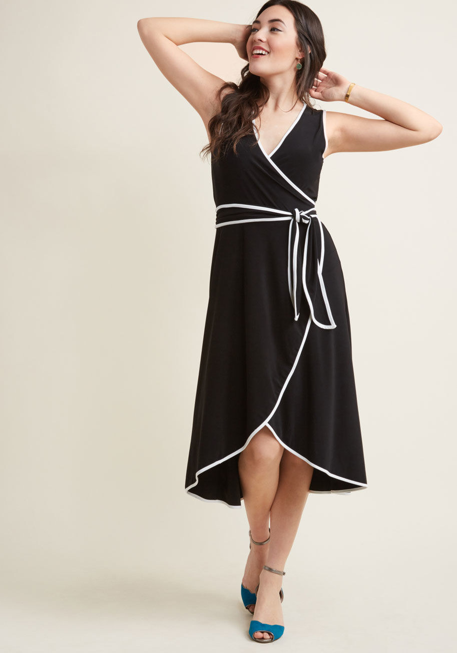 A floaty midi with white piping ready for any summer soirée that comes your  way.