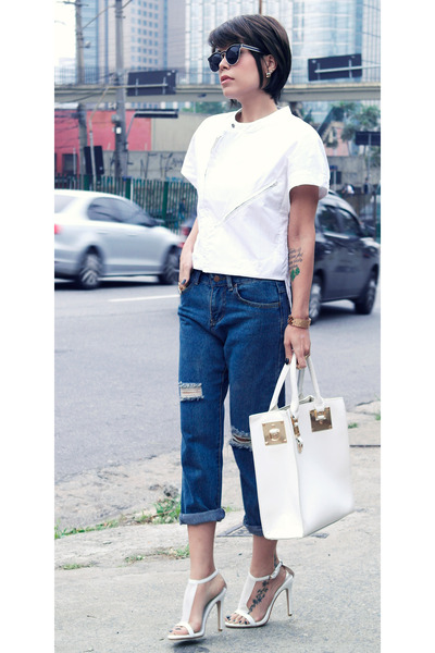 Boyfriend Jeans With White Tops