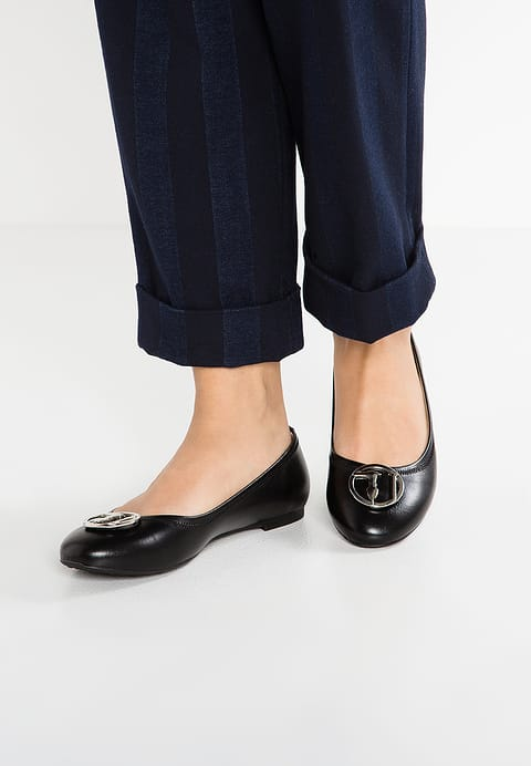 Flat Ballet Pumps With Pants