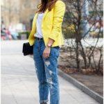 How to wear: yellow blazer, white v-neck t-shirt, blue