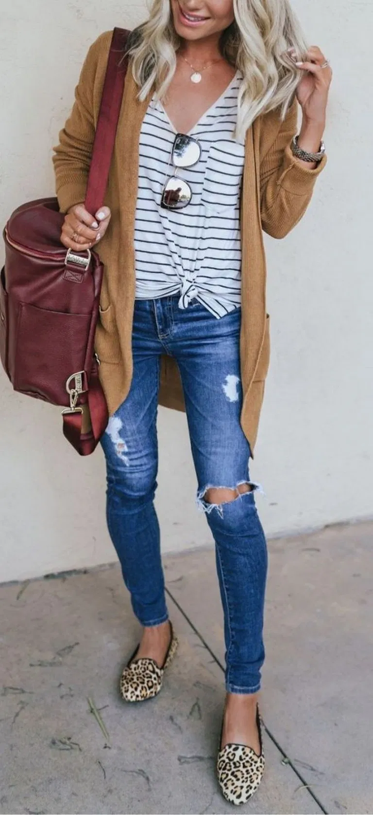 √45 Gorgeous Cardigan Outfit Ideas For Fall 2019 #cardigan #cardiganideas #fal…