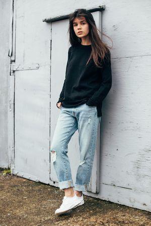 How To Wear Boyfriend Jeans For Women, In 22 Different Ways