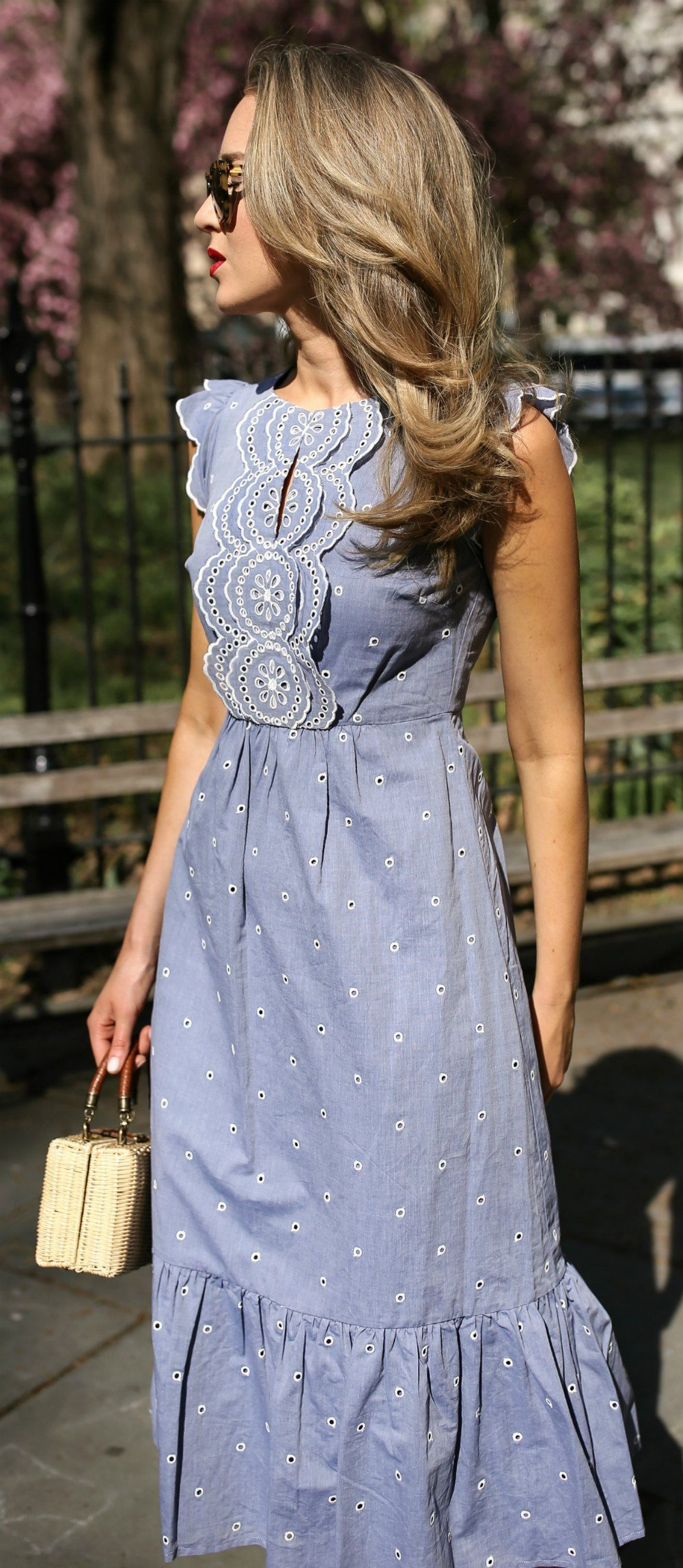 30 Dresses in 30 Days: Garden Party // Light blue contrast broderie anglaise emb…
