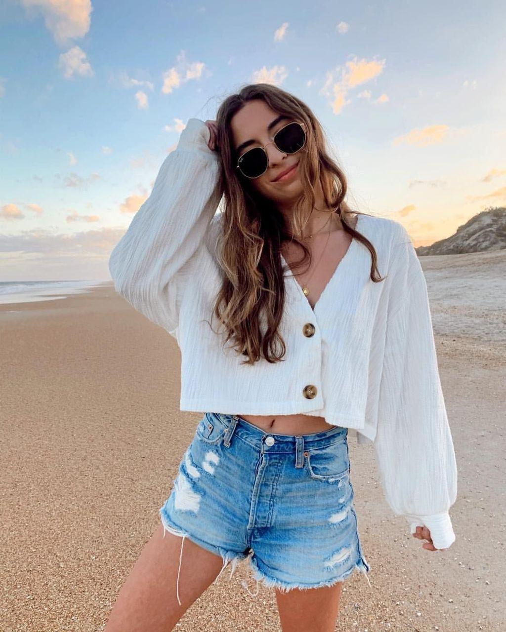 35 Newest Summer Beach Outfits Ideas For Women 2019