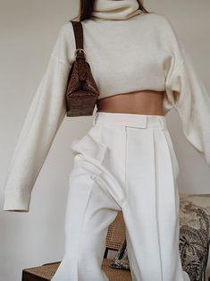 All White — MODEDAMOUR Street style, street fashion, best street style, OOTD