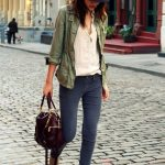 An army green anorak and dark grey skinny jeans are perfect for both running err...
