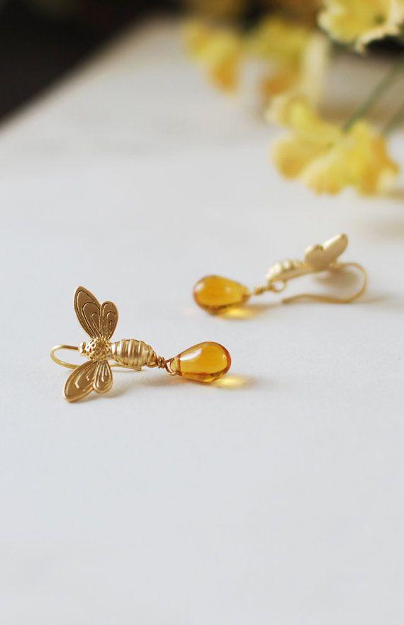 Ape orecchini, orecchini d'oro a Honey Bee Honey Drops, ambra vetro penzolare orecchini, gioielli di Bee, estate gioielli, amante dell'ape regalo, regalo per lei