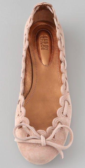 Art Symphony: Flat shoes… love! so pretty. I can never find flat pumps that fi…