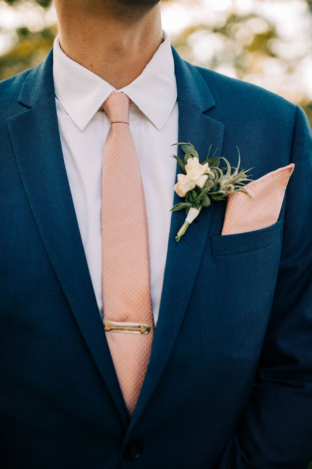 Blue suit with pink tie and tie clip – groom's attire · Rock n Roll Bride