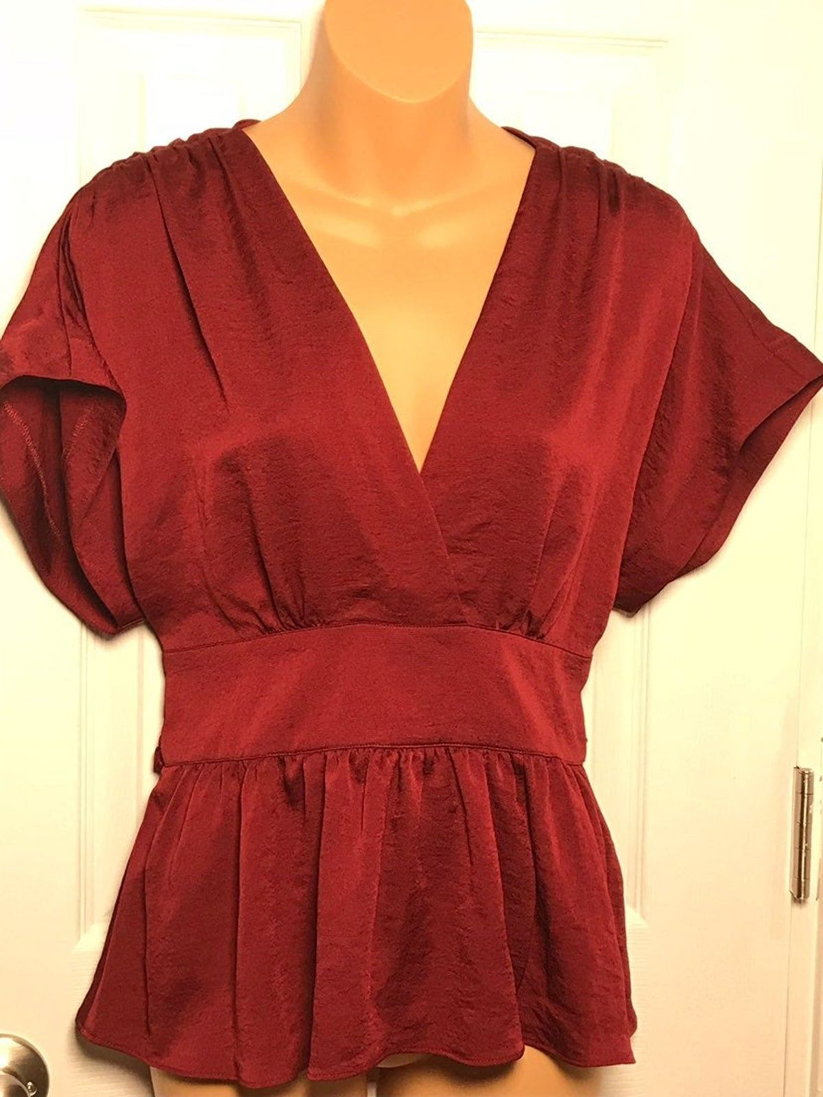 Express. NWT.Red low cut blouse w/ tie i