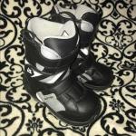 GUC boys 3 Burton Snowboard boots GUC boys size 3 Burton Snowboard boots. Back o...