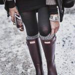 Hunter Boots kombinieren - Outfitidee mit weinroten Gummistiefeln