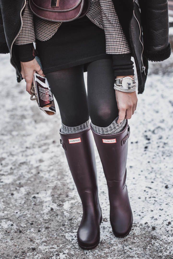 Hunter Boots kombinieren – Outfitidee mit weinroten Gummistiefeln