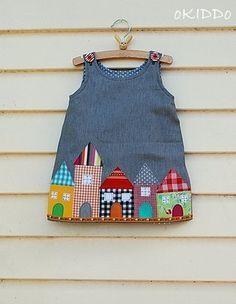 Kleinkind Mädchen Kleid im Sommer Denim mit Häuser Appliken – Größe 18-24m