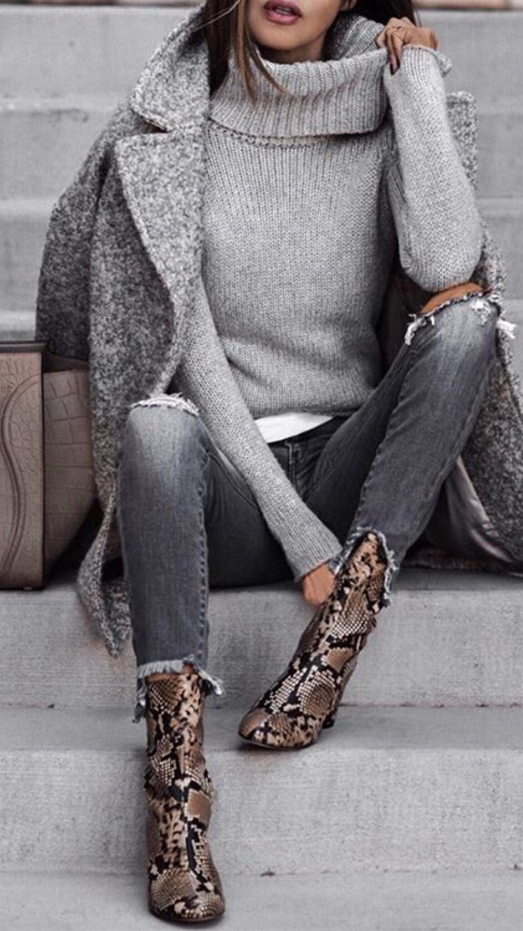 Love this minimalist outfit with attention focused on awesome snake pattern ankl…