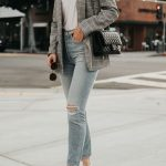 Plaid blazer street style // How to wear a plaid blazer with jeans // Casual chi...