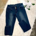 Plus size curvy  jeans 👖 Karii plus size size curvy jeans. Beautiful design o...