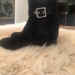 Rag & Bone Wilson Bootie  Size 37.5 Sexy suede bootie with block heel.  Worn a c...