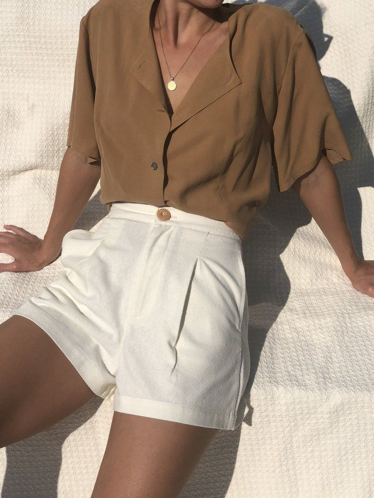 Summervibes | Summer outfit | Camel | White | White shorts | High waisted shorts…