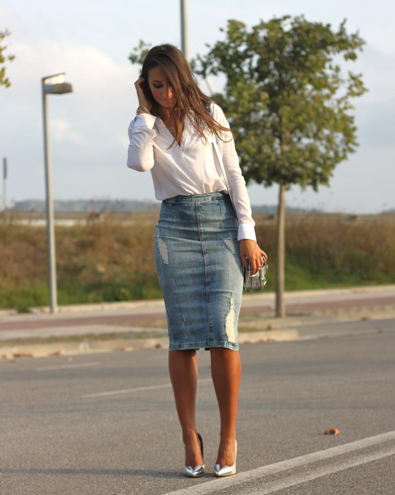 T R E N D A L E R T !  La falda midi  es una de las tendencias que pisa muy …