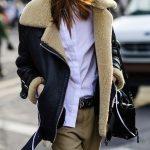 Te damos nueve fórmulas para saber cómo llevar abrigo de borreguito y ser una reina del street style (Trendencias)