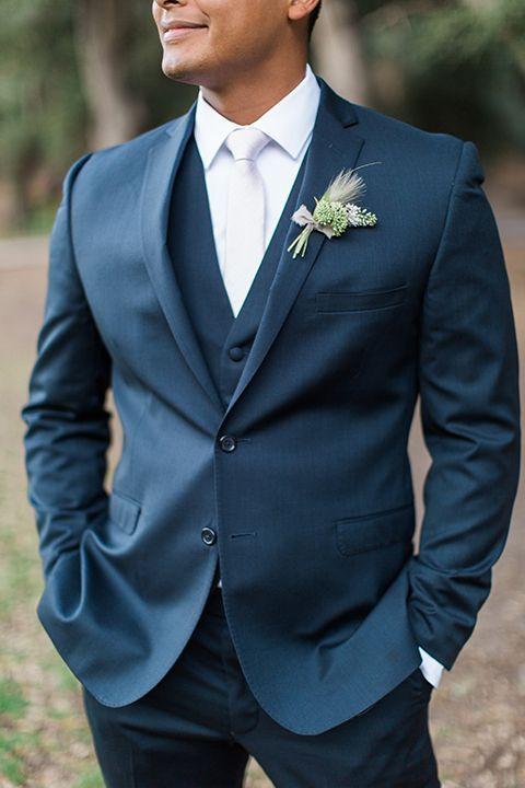 Temecula-outdoor-wedding-groom-blue-suit-close-up