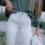 Timeless And Comfy Jean Outfits For Travelling