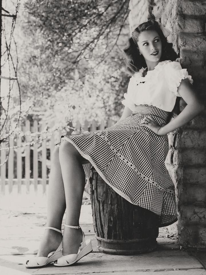 Typical casual wear for a  day of picnicking in the country. I love vintage!!