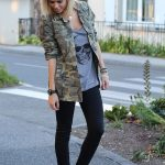Wear an army green camouflage military jacket and black skinny jeans for a stand...