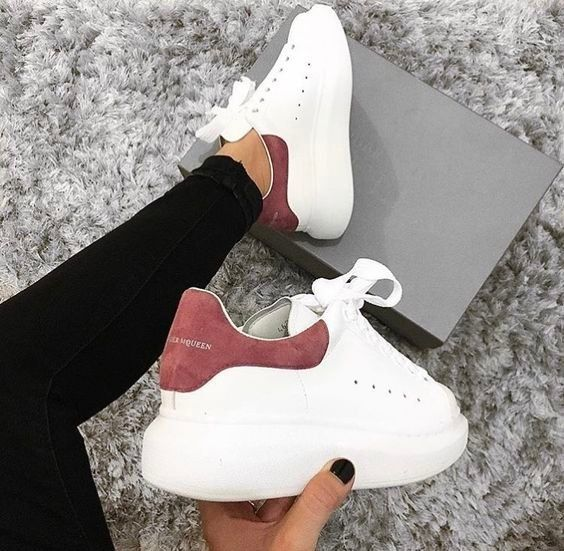 White sneakers | Casual | Outfit | Sneakers | Inspiration | More on Fashionchick