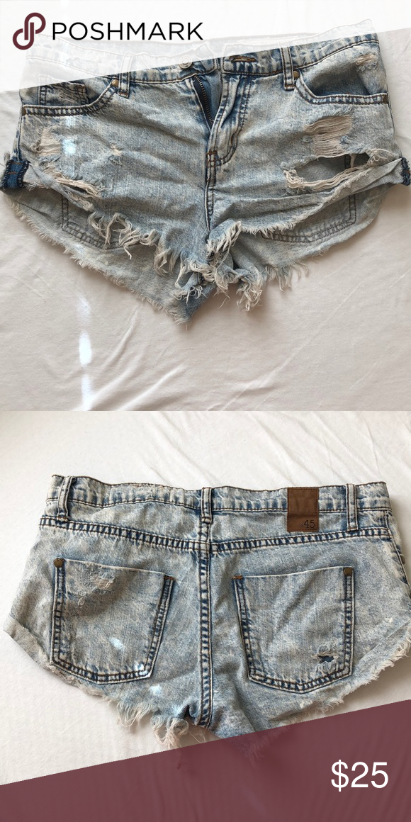 cute distressed jean shorts! perfect for summer beach days pistola Shorts Jean S…