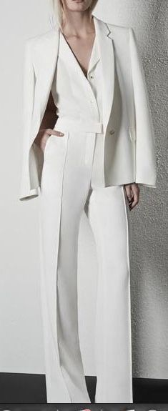 #monochromatic #white #womensfashion #suitingwomen #style