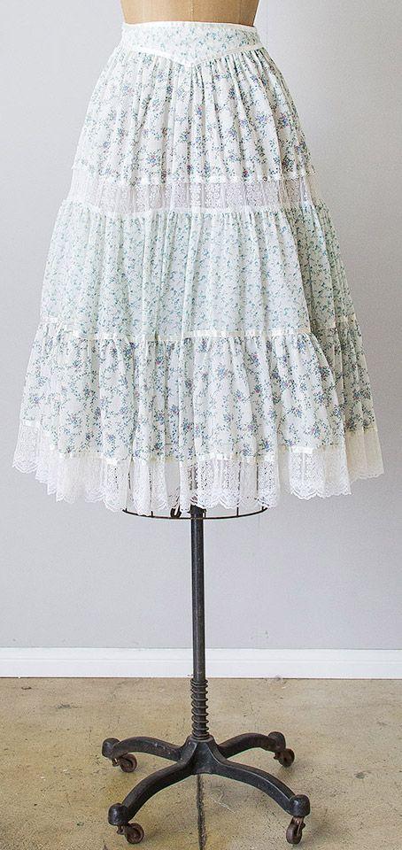vintage 1970s white blue Gunne Sax prairie skirt | #adoredvintage #GunneSax #197…