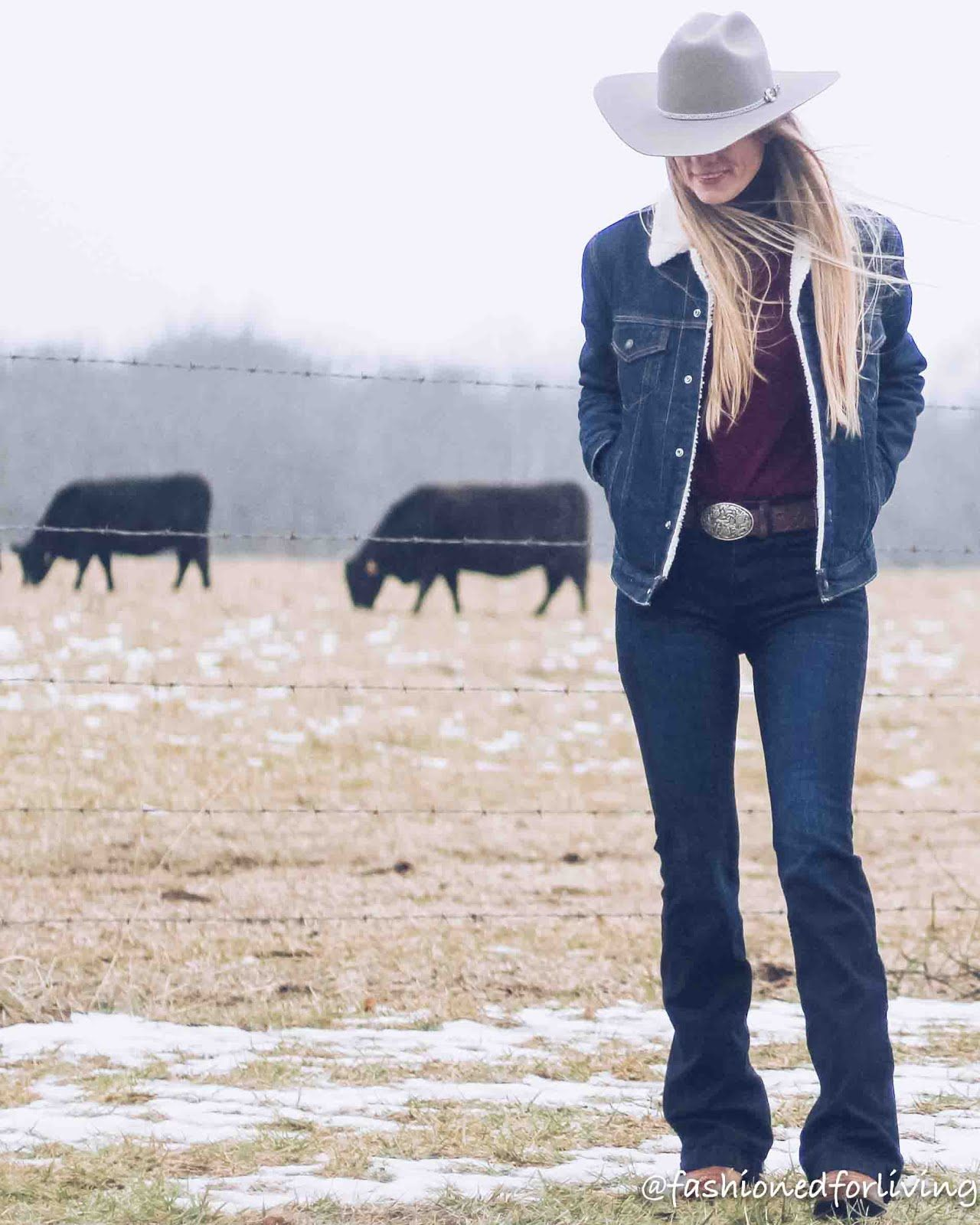 womens cowboy hat outfit with denim sherpa jacket, trouser jeans, ariat boots